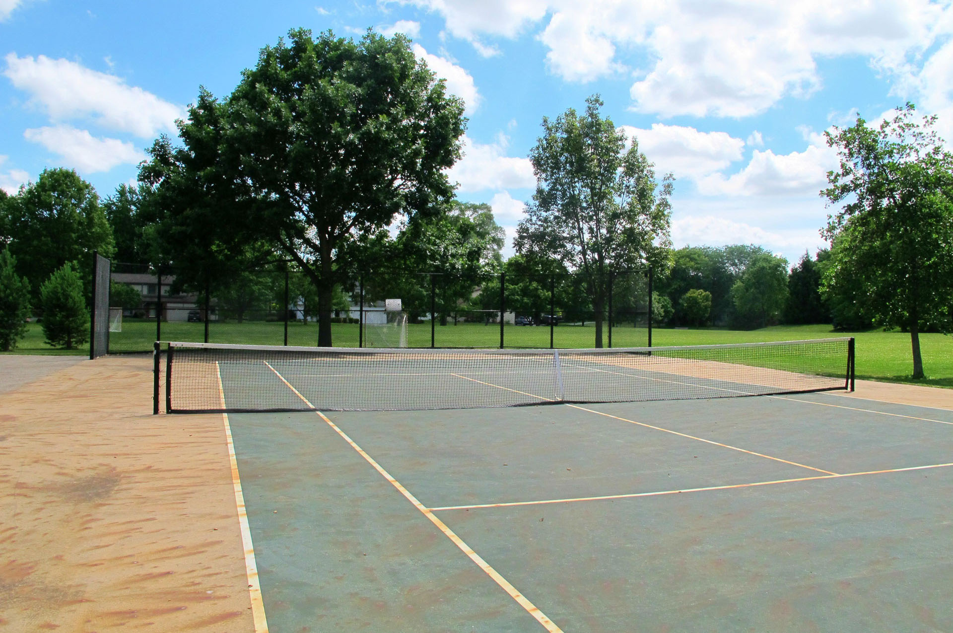 Sunny 95 Tennis Courts